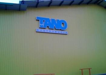 szyld Tano Dystrybucja naścianie budynku