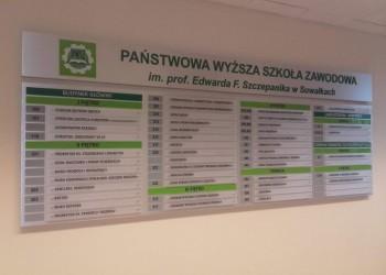 tablica informacyjna wPaństwowej Wyższej Szkole Zawodowej 2